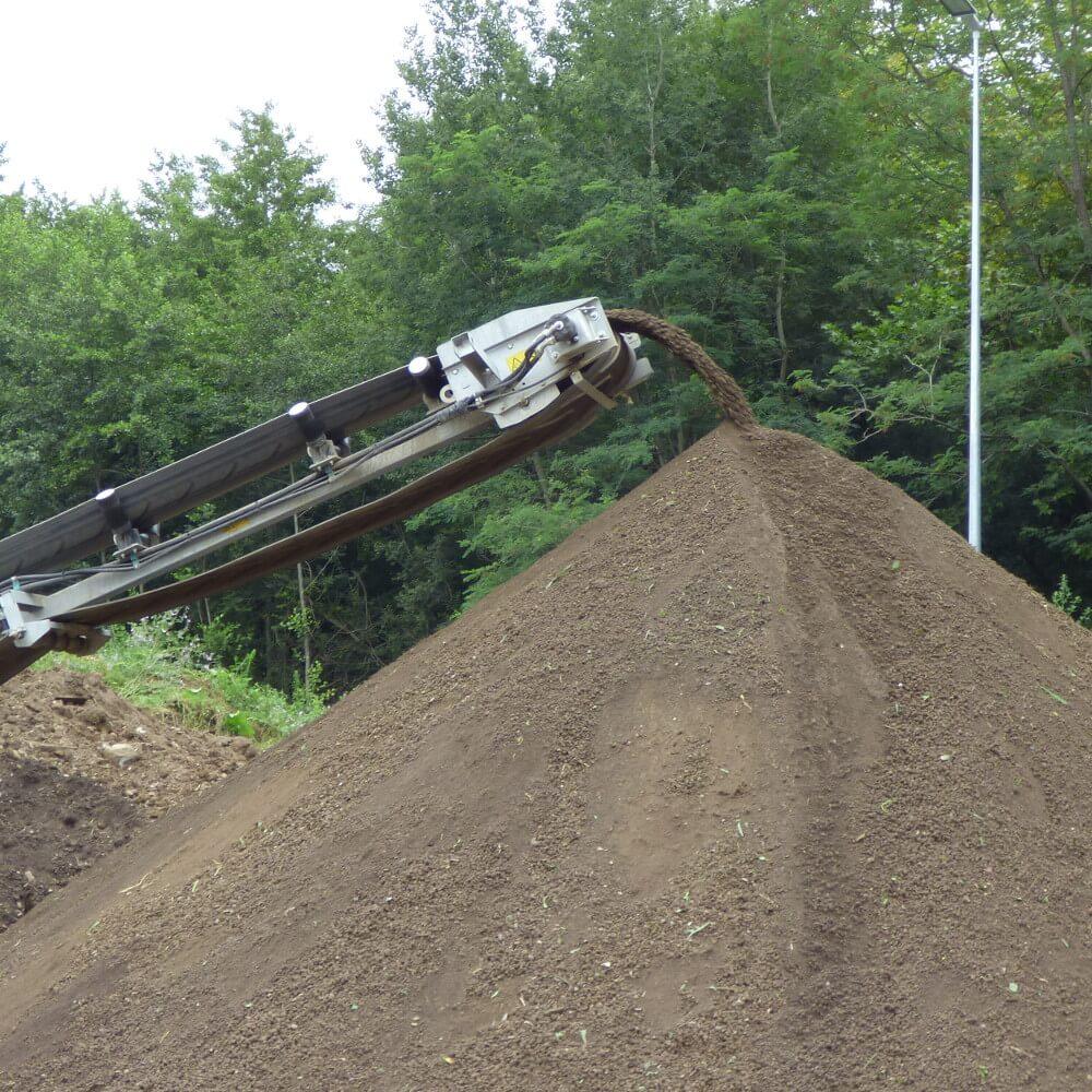 Criblage et tamisage de terre végétale - Ecopôle Pau-est